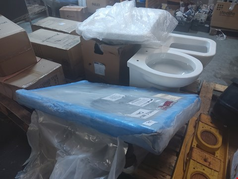 Lot 700 PALLET OF 6 ASSORTED ITEMS TO INCLUDE: TOILET PANS, SINKS