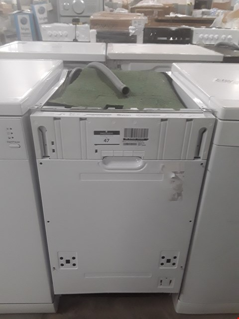 Lot 47 SWAN BUILT UNDER SLIMLINE DISHWASHER SDWB7030W RRP £209.99