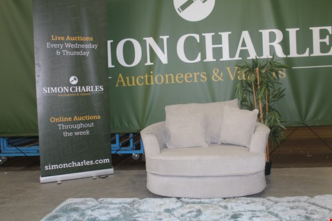 Lot 10001 QUALITY CAVENDISH DESIGNED, SILVER FABRIC, CAMDEN TWISTER CHAIR RRP £599