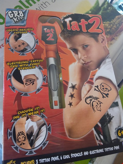 Lot 11225 LOT OF 4 ITEMS- INCLUDING - TAT 2 - BOOMS BANG FIZZS GAME - XMAS LIGHT