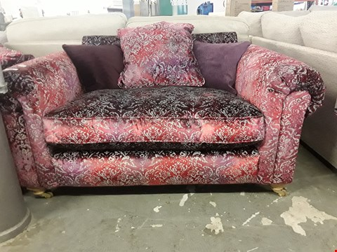 Lot 106 QUALITY BRITISH DESIGNER RED/GREY FLORAL VELVET FABRIC SCROLL ARM SNUGGLE CHAIR ON BRASS CASTORS