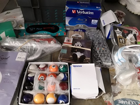 Lot 45 BOX OF APPROXIMATELY 29 ASSORTED ITEMS TO INCLUDE SLEEP MASK, COASTERS, DOOR HANDLES ETC
