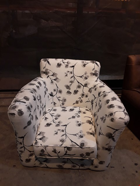 Lot 9 DESIGNER WHITE FLORAL FABRIC EASY CHAIR