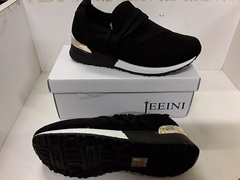 Lot 4026 PAIR OF DESIGNER BLACK TRAINERS IN THE STYLE OF JEEINI SIZE EU 38