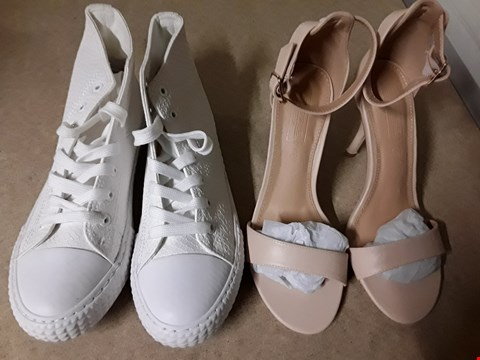 Lot 1845 LOT OF 6 ASSORTED BOXED FOOTWEAR ITEMS TO INCLUDE BARELY THERE NUDE HEELS SIZE 4, HI TOP WHITE CANVAS SHOES SIZE 6