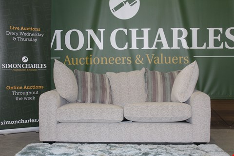 Lot 10004 QUALITY CAVENDISH DESIGNED, ILLUSION, ALLASSIO MIST FABRIC 3 SEATER SOFA WITH SCATTER BACK CUSHIONS