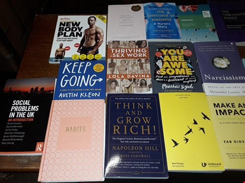 Lot 150 LOT OF APPROXIMATELY 19 ASSORTED BOOKS TO INCLUDE MINDFUL DRINKING, THE LANGUAGE OF KINDNESS AND NEW BODY PLAN ECT