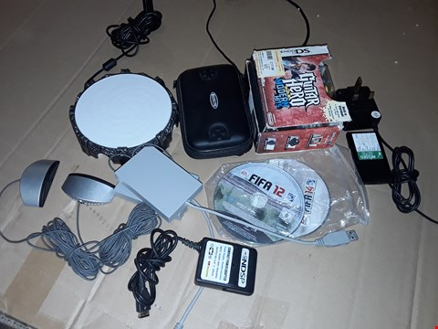 Lot 177 LOT OF ASSORTED GAMING ACCESSORIES AND GAMES TO INCLUDE NINTENDO DS GUITAR HERO, COMPETITION CASE AND MORE