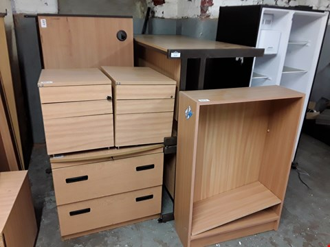 Lot 7248 LOT OF 8 ASSORTED OFFICE FURNITURE ITEMS TO INCLUDE 4 LARGE DESKS, 3 DRAWERED CABINETS AND BOOKCASE - MEDIUM OAK