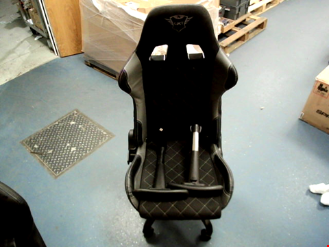 Lot 15400 TRUST GAMING GXT 707G RESTO GAMING CHAIR