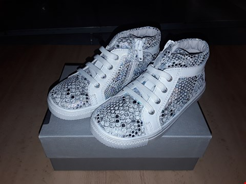Lot 12583 BOXED CIAO FLORESCENT ZIP/LACE UP TRAINERS UK SIZE 8.5 JUNIOR