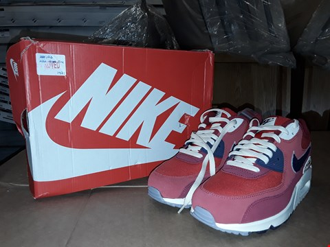 Lot 40 BOXED NIKE AIR MAX 90 PREMIUM SE UNIVERSITY RED/PROVENCE PURPLE SIZE 8UK/43EUR
