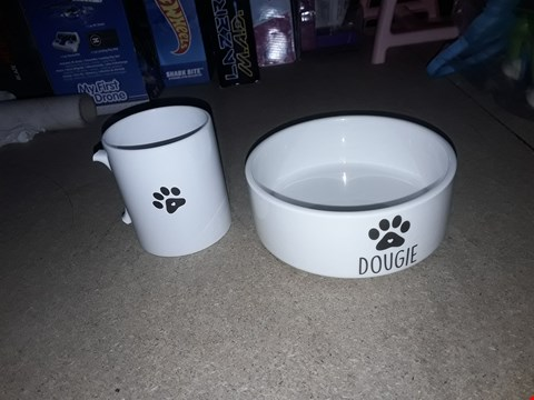Lot 2453 PERSONALISED DOG/CAT AND PARENT SET RRP £32.00