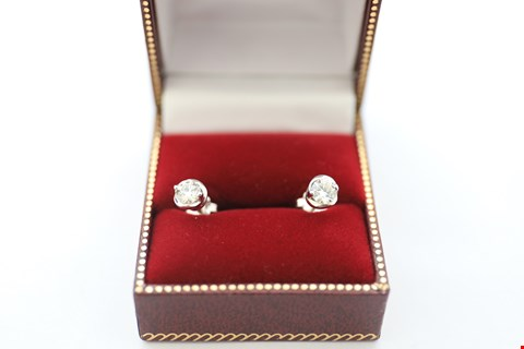 Lot 8 18CT WHITE GOLD STUD EARRINGS SET WITH DIAMONDS WEIGHING +-0.80CT