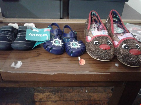 Lot 153 3 PAIRS OF ASSORTED SHOES TO INCLUDE A PAIR OF MERRY CHRISTMAS FLASHING LIGHT SHOES, A PAIR OF CLARKS MY FIRST SHOES AND A PAIR OF ZAXY CHILDRENS SANDALS
