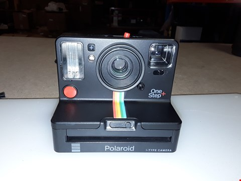 Lot 204 POLAROID ONE STEP I-TYPE CAMERA