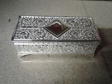 Lot 627 LOT OF 2 ITEMS TO INCLUDE A PERSONALISED SILVER JEWELLERY BOX AND A FREYDIS TABLE LAMP RRP £110