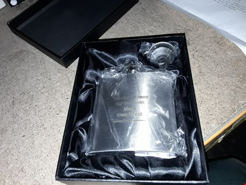 Lot 7104 PERSONALISED STAINLESS STEEL HIP FLASK AND PREMIUM WASHING UP 3PCS SET WITH WIREWARE, BLACK GREY RRP £49