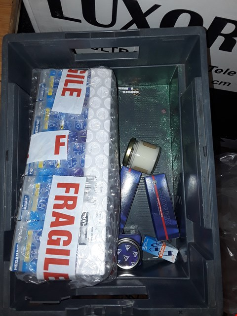 Lot 6147 BOX OF APPROXIMATELY 20 ASSORTED LIGHTING ITEMS TO INCLUDE A YANKEE CANDLE GIFT BOX, A MEGAMAN DIMMABLE LED REFLECTOR, A SHOWBIZ QUARTZLINE HALOGEN LAMP ETC