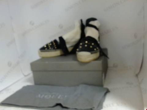 Lot 16054 BOXED PAIR OF DESIGNER ALEXANDER MCQUEEN SHOES - UK SIZE 5