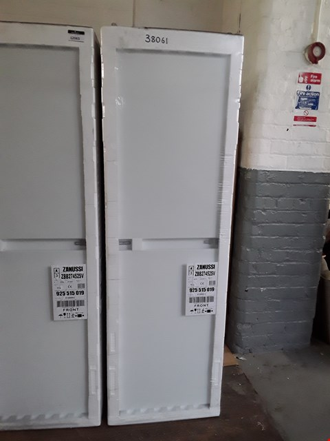 Lot 12055 WRAPPED ZANUSSI ZBB27452SV 50/50 BUILT-IN A+ RATED FRIDGE FREEZER