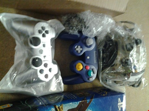 Lot 379 3 CONTROLLERS FOR ASSORTED CONSOLES TO INCLUDE; PLAYSTATION, X BOX AND GAME CUBE