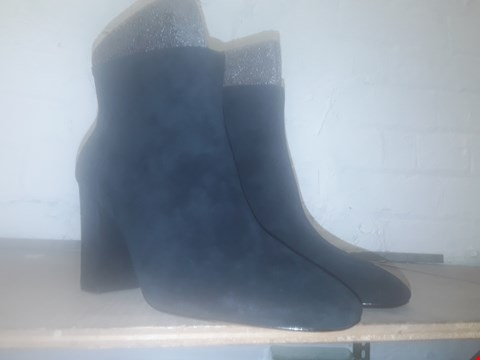 Lot 1022 A PAIR OF JOY HEELED BABY SOFT SUEDE ANKLE BOOTS UK SIZE 7