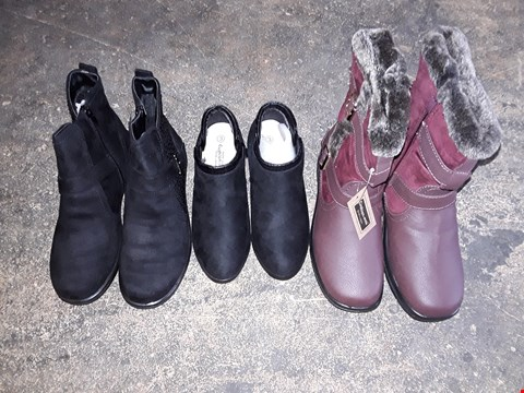 Lot 205 BOX OF APPROXIMATELY 10 BOXED ASSORTED FOOTWEAR ITEMS TO INCLUDE DIAMANTE TRIM BUCKLE ANKLE BOOTS SIZE 7, SUEDETTE HEELED ANKLE BOOTS SIZE 3, FLEECE LINED BOOTS SIZE 7