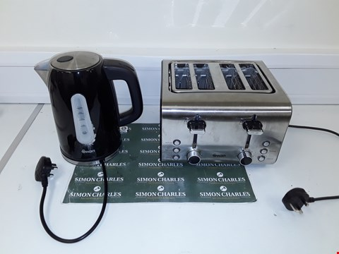Lot 293 SWAN STAINLESS STEEL KETTLE AND 4 SLICE TOASTER PACK RRP £69.99