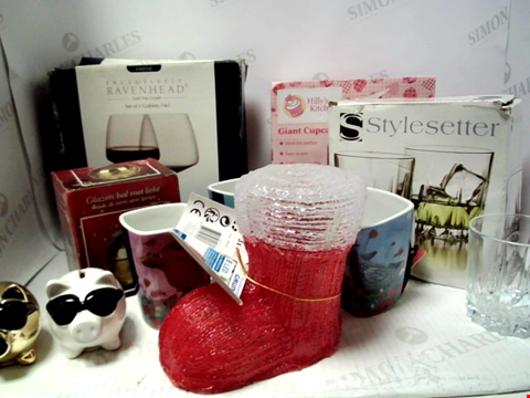 Lot 5031 BAG OF ASSORTED ITEMS TO INCLUDE MUGS, GLASSES, CHRISTMAS GIFTS ETC