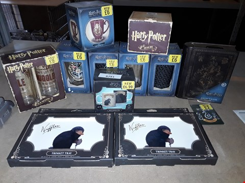 Lot 2203 BOX OF APPROXIMATELY 12 ASSORTED HARRY POTTER ITEMS TO INCLUDE FANTASTIC BEASTS TRINKET TRAY, HARRY POTTER COLD CHANGE GLASS, HARRY POTTER SAVINGS BANK