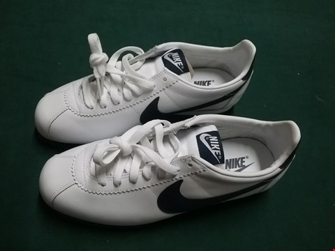 Lot 41 PAIR OF NIKE NAVY/WHITE TRAINERS SIZE 6