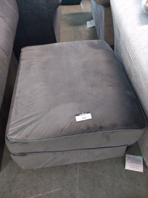 Lot 2006 QUALITY BRITISH DESIGNER GREY FABRIC STORAGE FOOTSTOOL