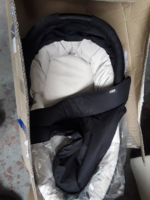 Lot 64 BOXED MAMAS & PAPAS SOLA 2 CARRYCOT