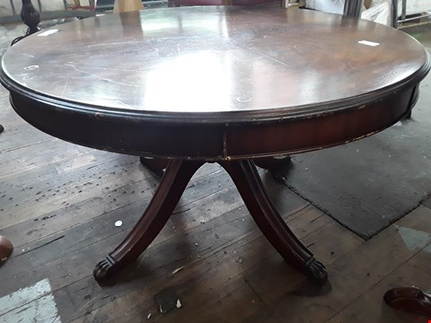 Lot 5012 DESIGNER MAHOGANY REPRODUCTION CIRCULAR COFFEE TABLE ON FOUR BRASS LION PAW FEET