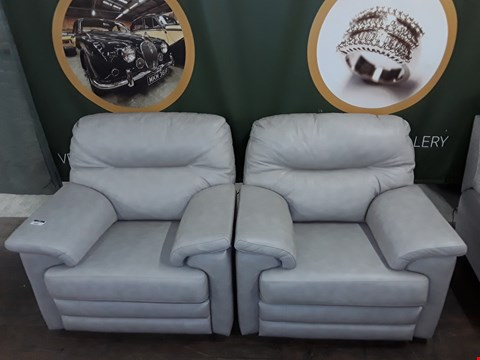 Lot 8009 SET OF 2 QUALITY DESIGNER BRITISH MADE WOODEN FRAME LIGHT GREY LEATHER ELECTRIC RECLINING ARMCHAIRS