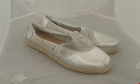 Lot 2008 PAIR OF TOMS SILVER SIZE 10