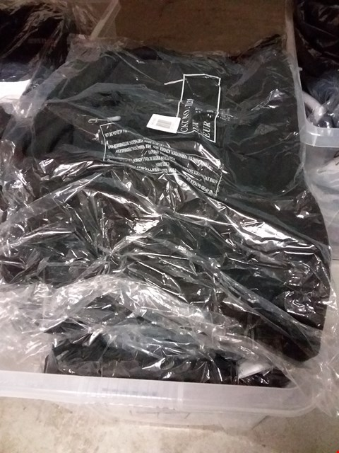 Lot 2253 BOX OF APPROXIMATELY 18 ASSORTED BRAND NEW ITEMS OF CLOTHING TO INCLUDE FLEECES, JACKETS ETC