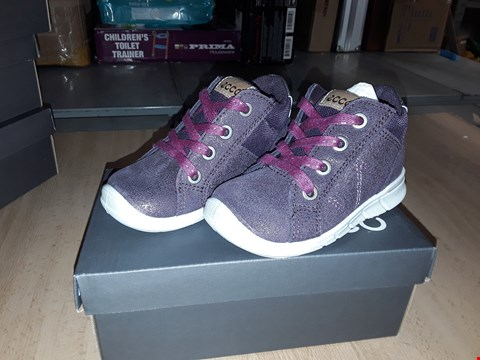 Lot 12280 BOXED ECCO CHILDRENS PURPLE GLITTERY LACE UP TRAINERS UK CHILDRENS SIZE 5.5