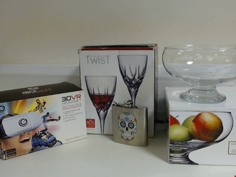 Lot 5323 LOT OF ASSORTED ITEMS TO INCLUDE HIP FLASK, GLASS FRUIT BOWL, TWIST DA VINCI COLLECTION RED WINE CRYSTAL GLASSES AND GLOBAL GIZMOS 3DVR HEADSET