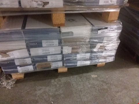 Lot 5026 PALLET OF APPROXIMATELY 20 SETS OF LAMINATE FLOORING INCLUDING CASTLE OAK BROWN AND OAK GREY - VARIOUS COLOURS AND SIZES