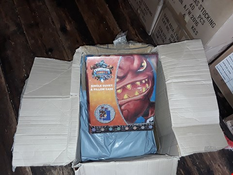 Lot 17 2 BOXES TO AMOUNT TO APPROXIMATELY 16 SKYLANDERS GIANTS SINGLE DUVET AND PILLOWCASES
