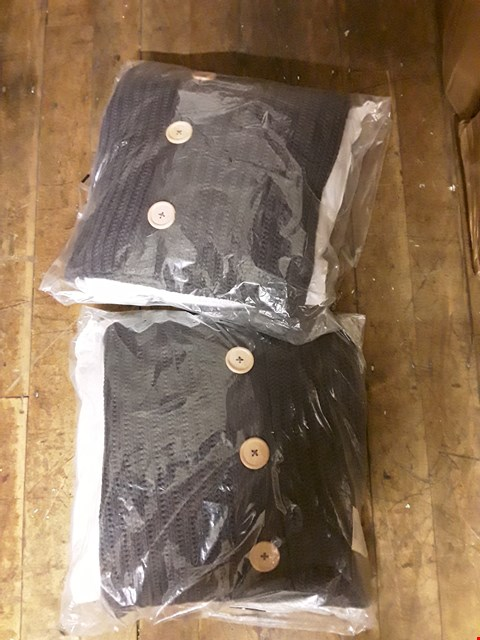 Lot 1422 LOT OF 2 BRAND NEW CATHERINE LANSFIELD KNITTED CUSHIONS RRP £40