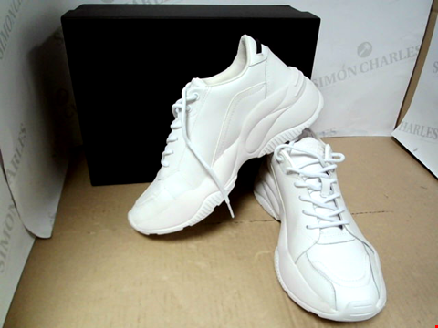 Lot 7140 VERSACE JEANS COUTURE LOGO CHUNKY WHITE TRAINERS - SIZE 7 UK