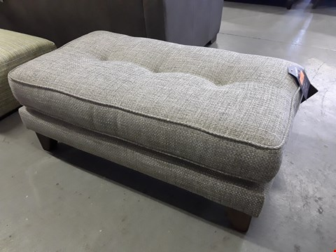 Lot 366 QUALITY BRITISH DESIGNER MELODY RECTANGULAR FOOTSTOOL UPHOLSTERED IN CHUNKY WEAVE WILD TYME FABRIC RRP £349