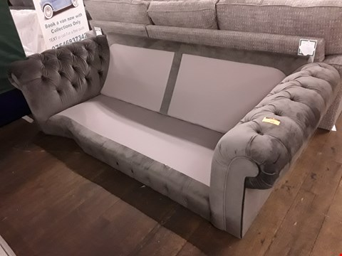 Lot 7028 QUALITY BRITISH DESIGNER GREIVE SILVER FABRIC CHESTERFIELD STYLE SOFA