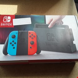 Lot 10 NINTENDO SWITCH GAMES CONSOLE
