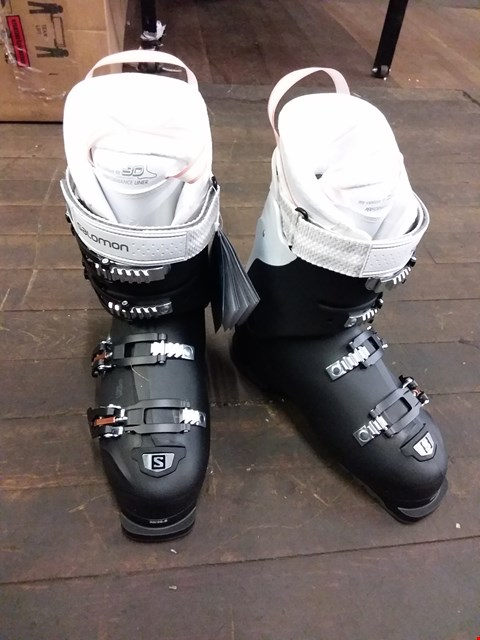 Lot 9073 BOXED SALOMON X PRO 90 SKI/SNOWBOARDING BOOTS - BLACK/WHITE SIZE 8.5
