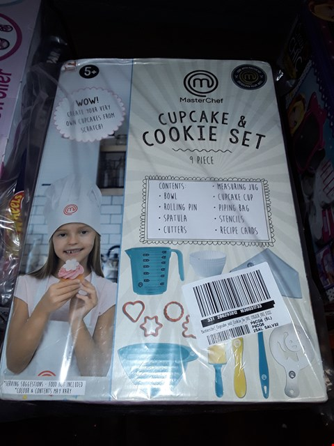 Lot 5065 MASTER CHEF CUPCAKE AND COOKIE SET RRP £21.99