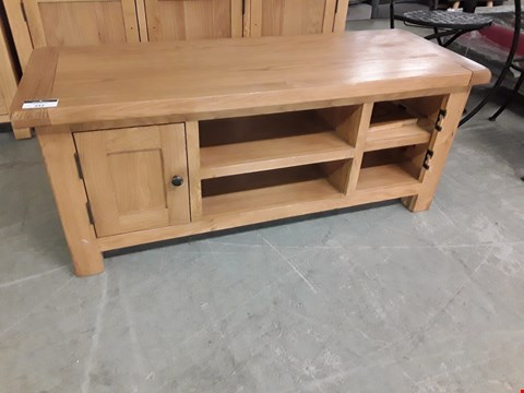 Lot 342 DESIGNET LIGHT OAK ENTERTAINMENT UNIT WITH 2 CUPBOARDS